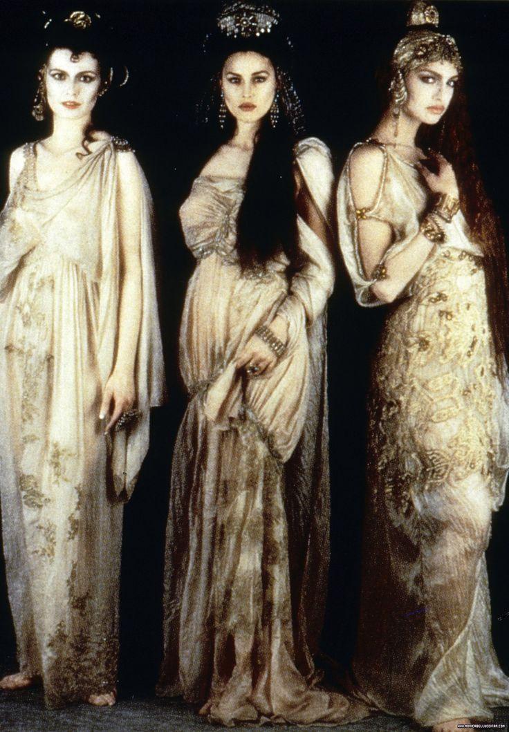 Las Novias de Drácula (1992): Florina Kendrick, Monica Bellucci y Michaela Bercu.