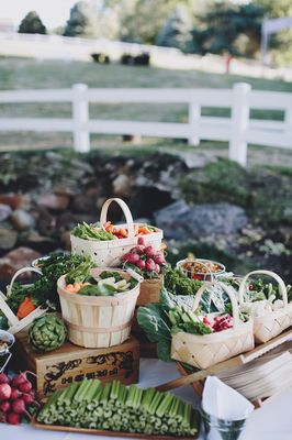 Eclectic Midwest Wedding in the Great Outdoors with lunch in a box so cute.