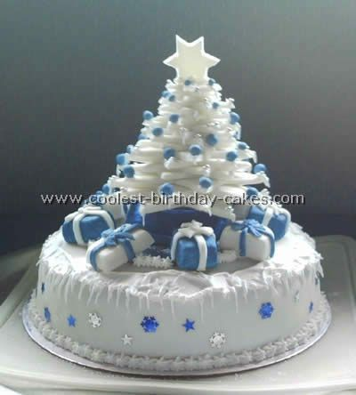 Tree-Shaped Christmas Cakes -These are beautiful! There are lots of homemade cakes here!