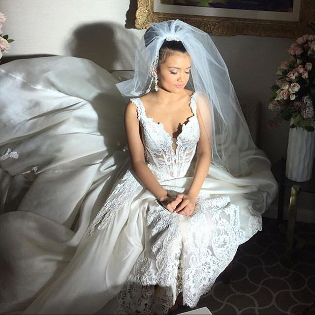 Laura Calleros Jamila Velazquez Looking So Breathtakingly Gorgeous In Her Pnina Tornai Wedding Gown Empire Season 2