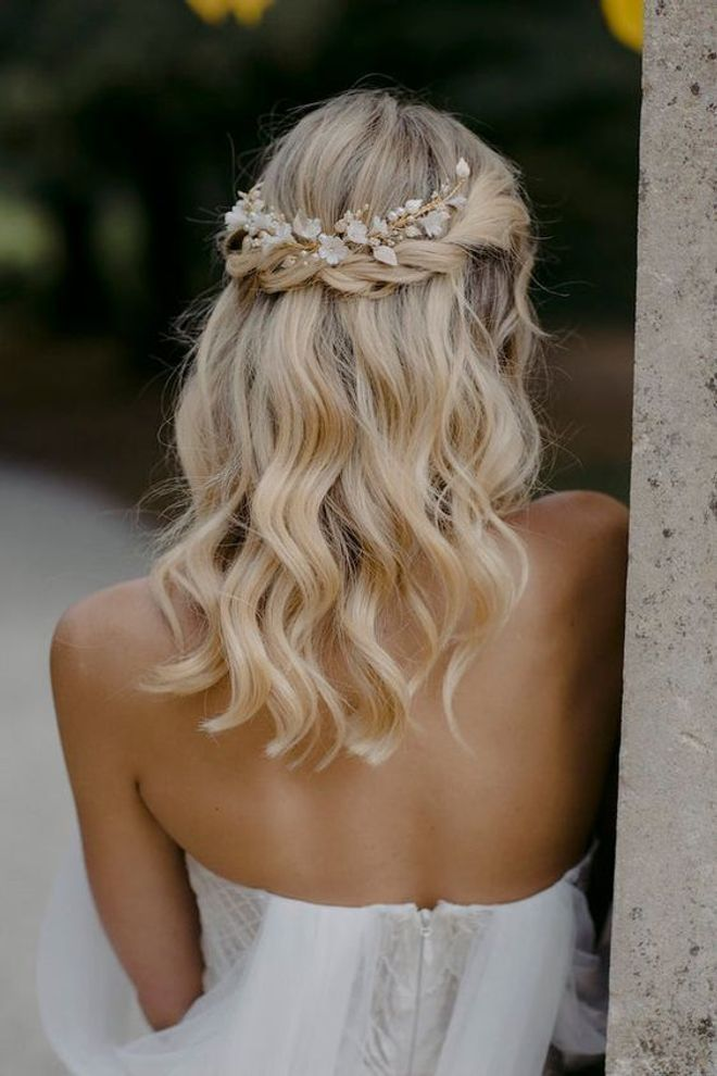 40 Idees De Coiffures De Mariage Pour Cheveux Mi Longs Mi Longs 40 De Wedding Hair Half Simple Wedding Hairstyles Floral Hair Pieces