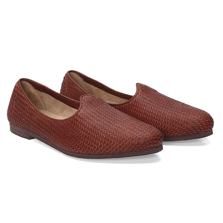 Buy online #EXOTIC LEATHER  SNAKE PRINT MAROON #JALSA JUTTI LIMITED EDITION BY BARESKIN @ voganow.com for Rs.1,999/-