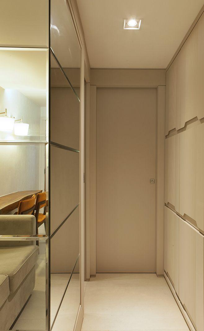 Hall de entrada para apartamento pequeno -  espelho bisotado e revestimento tridimensional. Mais fotos no blog!casa casada