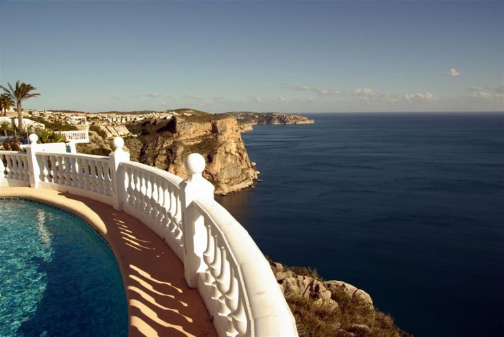 CASA AGNETA, en alquiler, en primerísima línea de acantilado, con piscina privada, barbacoa y césped...