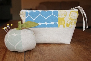 Pincushion and pouch made by Lamina Godman with Umbrella Prints Trimmings 2012.  http://www.umbrellaprints.blogspot.com.au/