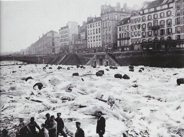 Janvier 1880 - La Seine gelée après le froid du mois de Décembre. (January 1880 - The Seine frozen after the cold of December.)