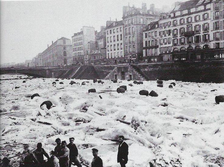Janvier 1880 - La Seine gelée après le froid du mois de Décembre. (January 1880 - The Seine frozen after the cold of December.)