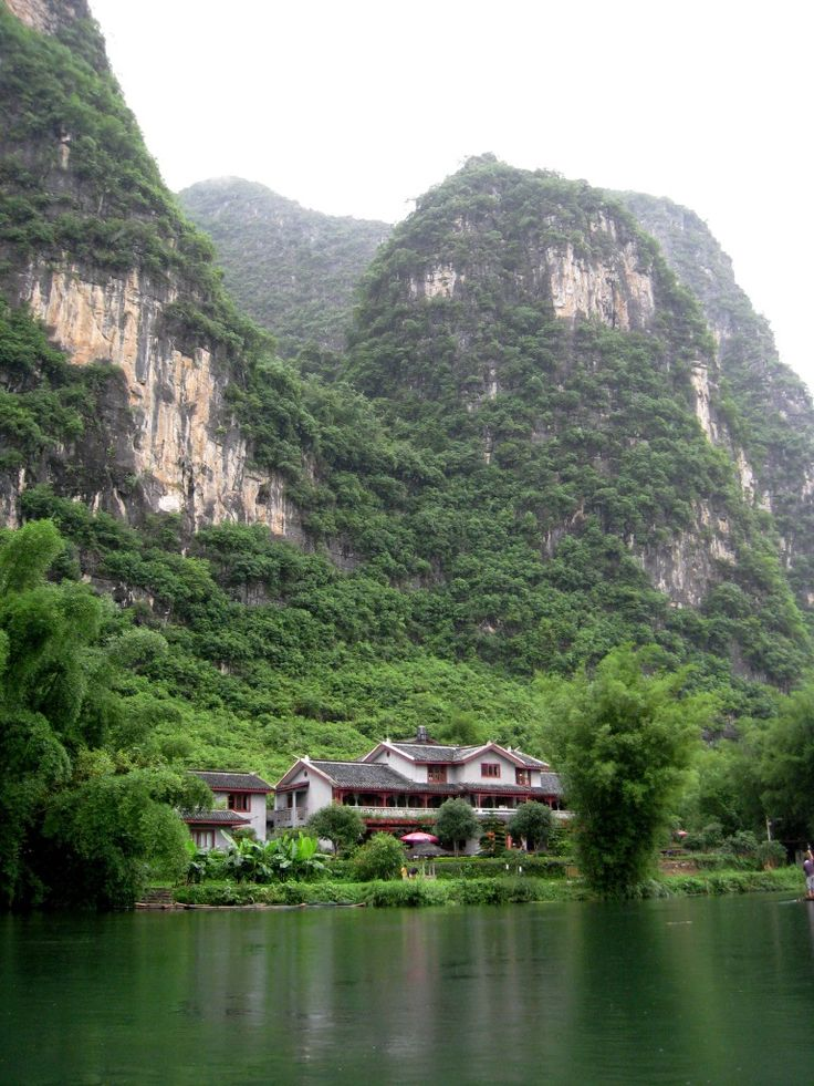 Yangshuo Mountain Retreat- a scenic ecolodge located on the Yulong River in Southern China.