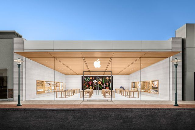We Ranked The 32 Most Beautiful Apple Stores In The United States Apple Store Design Apple Store Store Design Interior