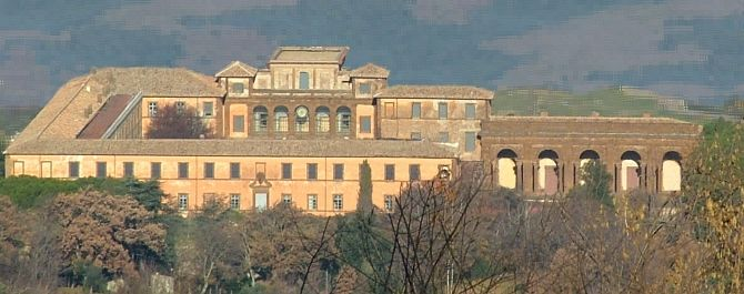 Villa Mondragone, Monte Porzio Catone. Takes the name from the coat of arms of Gregorius XIII Boncompagni (dragon). Built by Martino Longhi il vecchio (palazzo Altemps) for Marco Sittico Altemps. Bought by Scipione Borghese and amplified by Vasanzio and Girolamo Rainaldi. The shape is of U. The portico made by Vignola decorated with 5 eagles symbol of Borghese. The nympheum Flaminio Ponzio has 5 niches. Today is property of the University of Tor Vergata