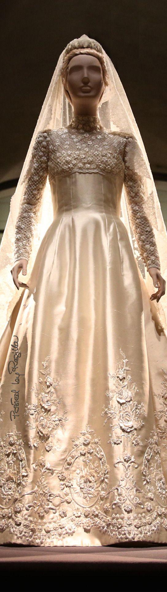 Regilla ⚜ Valentino, The wedding dress of Princess Marie-Chantal of Greece, 1995