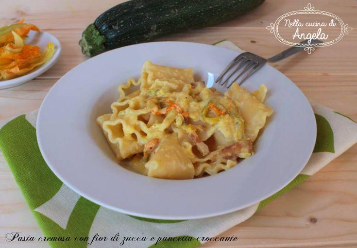 Pasta cremosa con fior di zucca e pancetta croccante