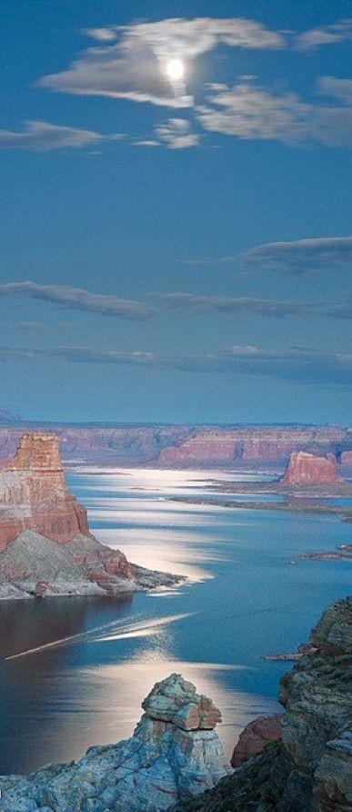 Lake Powell near Page, Arizona • photo: Richard Gaston