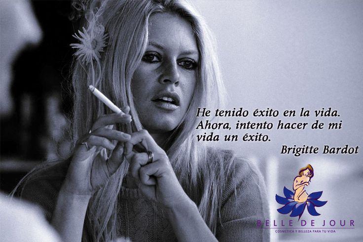 Brigitte Bardot es una actriz, cantante, un icono de la moda y símbolo sexual francesa de mediados del siglo XX. Además es una activista de derechos de los animales, fundadora y presidenta de la fundación que lleva su nombre.