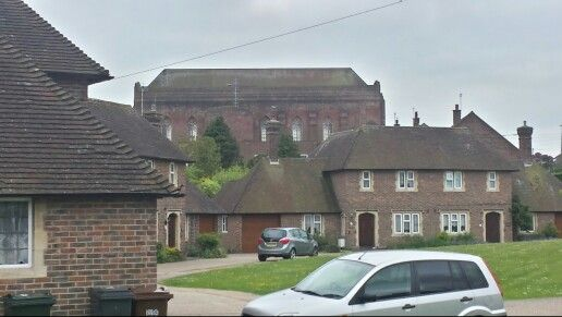 Walking around the church around Eastbourne ( Baldwin Avenue )