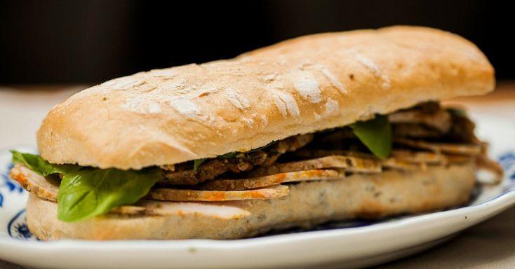 Não importa se é de carne bovina, ou suína, um Sanduíche de Carne Louca sempre é um sucesso. Esta receita é feita com lombo de porco. Clique no MAIS para ver a receita