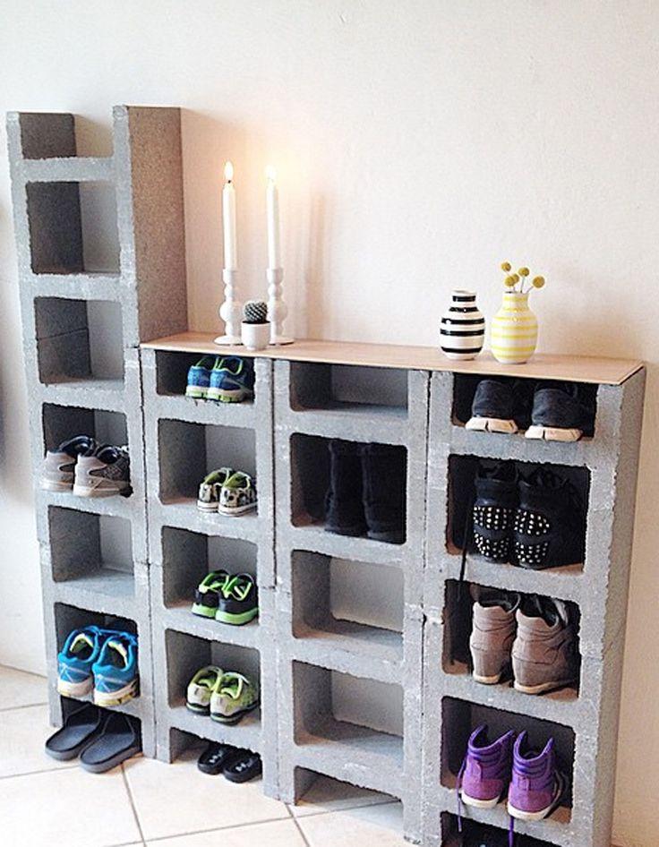 Ranger ses chaussures dans un meuble fait de parpaings en béton