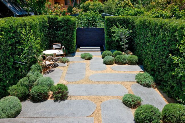 Seaside Small Garden Design !! Take a look at how leading garden was desin, We enhances our own small backyard using paving and space.  Paving Custom-cut pavers are laid in a broken pattern, drawing the eye around the garden, rather than imposing a single direction.