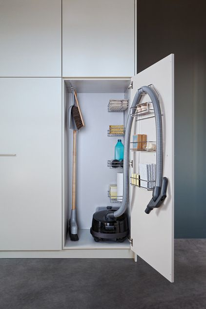 A vacuum hose guide is a worthwhile (and sanity-saving) investment that wrangles that unwieldy hose. Contemporary Closet by Leicht Küchen AG