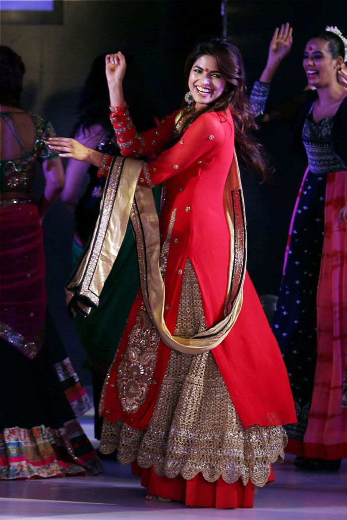 Parvathy Omanakuttan seemed to have a ball as she danced on the ramp in a striking red and gold outfit at the Kingfisher Style Week fashion show in Bengaluru. #Style #Bollywood #Fashion #Beauty