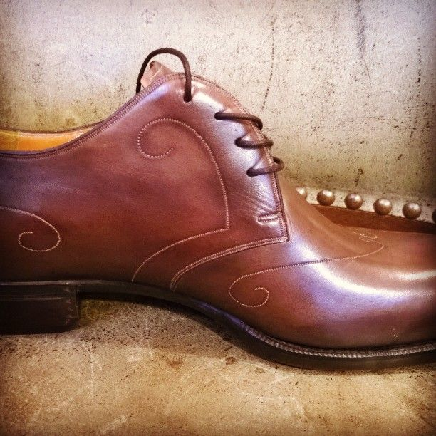 Shoe in spiral.  #lawart #prague  #shoemaker #workinprogress #shoemaking #patina #bespokeshoes  #rucniprace  #barvy   #handsewn #handcrafted  #shoesformen  #mensshoes #handmadeshoes  #handcraftedshoes #patinashoes #bespokeshoes  #customshoes  #luxuryshoes  #luxuryshoemaker  #bespokeshoemaker  #mensluxuryshoes  #luxurymenswear #boty #svec #shoemaker  #praha #prague #czechrepublic #pragueshoemaker  #lawart  #welted