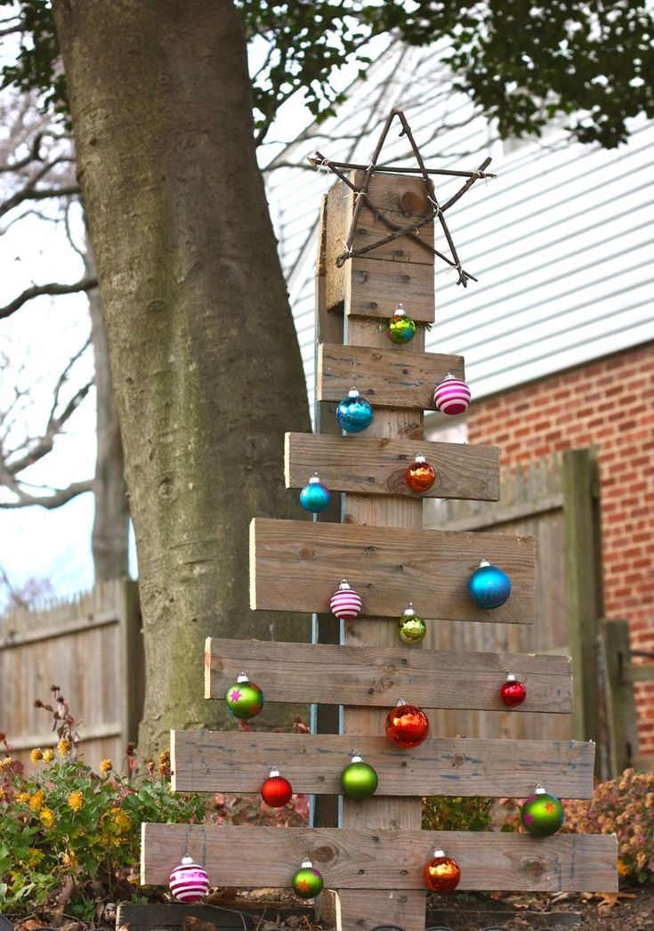 Inspiration for Christmas, a pallet Christmas tree!