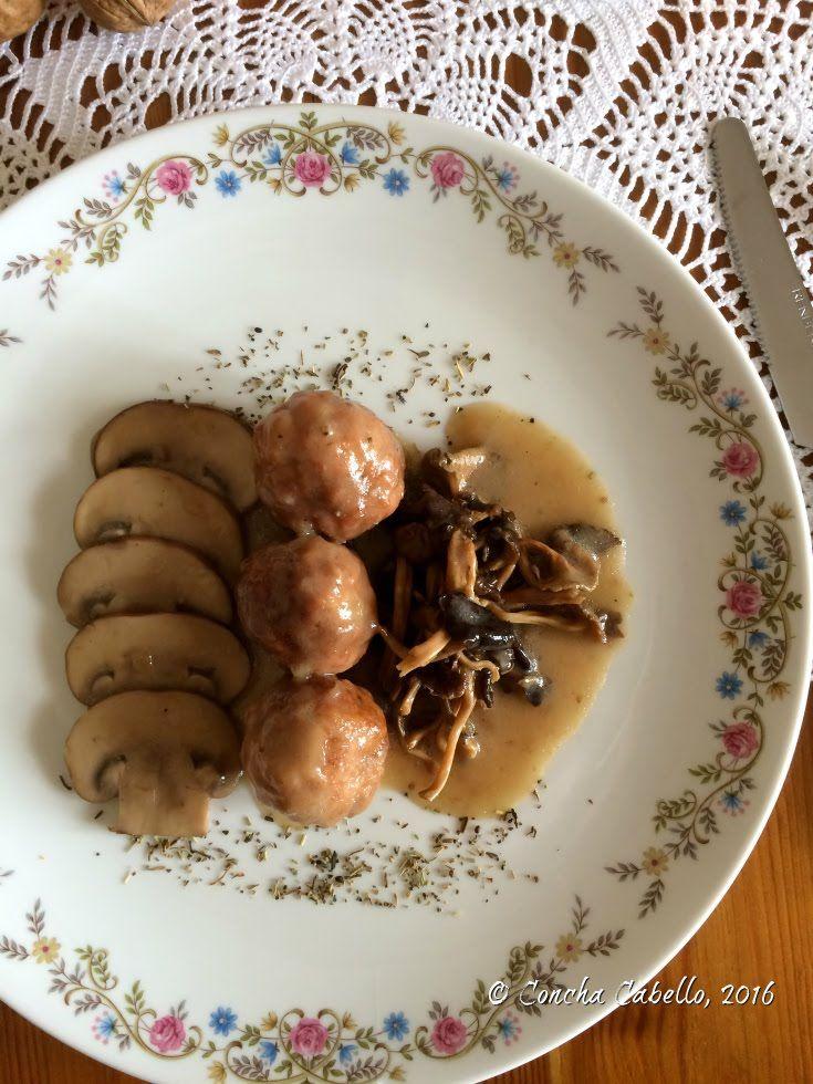 Albóndigas de Pollo en Salsa de Portobello y Camagrocs 2