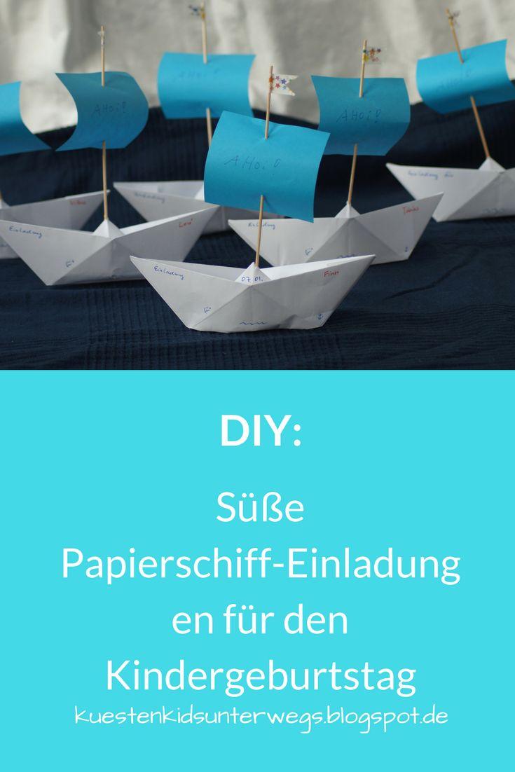 DIY: Papierschiff-Einladungen für den Kindergeburtstag basteln. Auf Küstenkidsunterwegs zeige ich Euch in einer einfachen Anleitung, wie Ihr schnell mit Papierschiffchen bzw. -booten süße maritime Einladungen für den Geburtstag Eurer Kinder bastelt. Auch toll für eine Piraten-Party!  #papierschiff #einladung #kinder #geburtstag #diy #basteln #anleitung #schiff #papier #pirat #piratenschiff #boot #einladungskarte