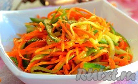 Салат из моркови и свежего огурца - очень вкусный, легкий, с пикантной остренькой заправкой. Отлично сочетается с мясными и рыбными блюдами. Готовится блюдо достаточно просто, но его интересный вкус приятно порадует многих.