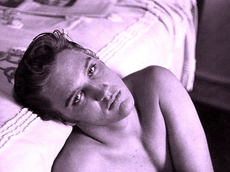Lloyd Shearer: Elvis at the Peabody Hotel, Memphis (1956)