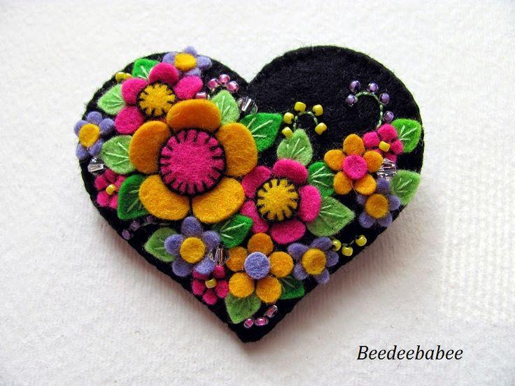 Beedeebabee/Paulette: bright flowery heart pin