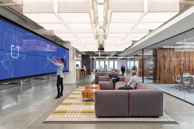 Conocé por dentro las oficinas de Uber  En el cuarto piso de Uber, tecnología futurista y ambientes relajados (y no sólo abiertos) que se asocian con las distintas situaciones que se viven en una casa. Hace rato que se pasó la frontera del cubículo pero, también, del pelotero o los toboganes de las más jóvenes puntocom