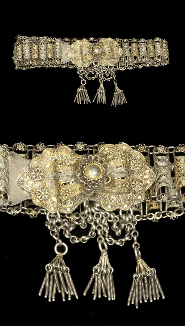 Turkey | Ottoman silver-gilt filigree belt; he belt made up of a chain of semi-tubular sections with applied flowers and diamond motifs, the clasp with a large flowerhead and three pendants | ca. 1900