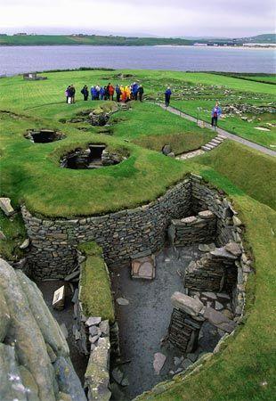 ruins of Viking settlement Jarlshof, Shetland Islands, Scotland (© Wolfgang Kaehler/Corbis)