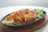 Honey Chilli Paneer: Spicy paneer served on a bed of capsicum in a sizzler plate.