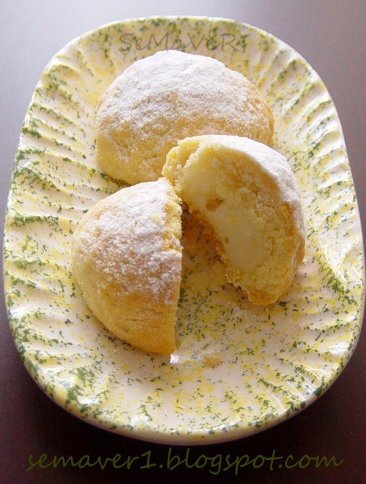 Bu ayki etkinliğin konusu kurabiye ve evsahibi Sevgili Hülya . Etkinlik için iki tatlı bir de tuzlu kurabiyem var. İlki Antep fıstığının ...
