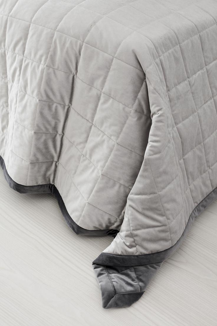 Lennol   Sleeping Melanie bedspread in grey.