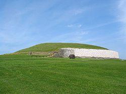 Newgrange ireland 750px.jpg