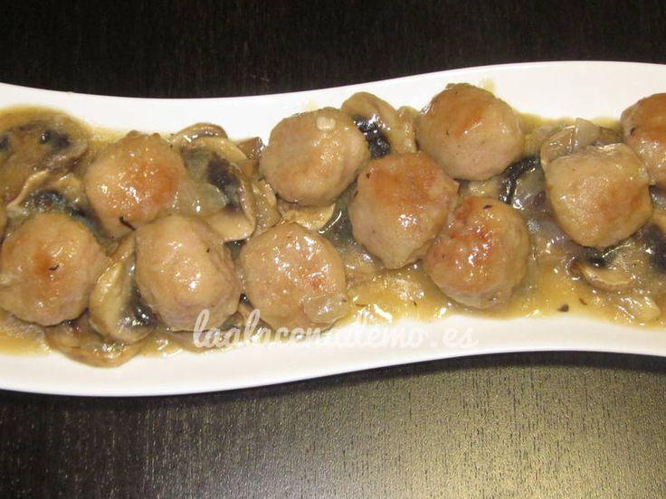 Riquísima receta casera de albóndigas en salsa de champiñones para thermomix