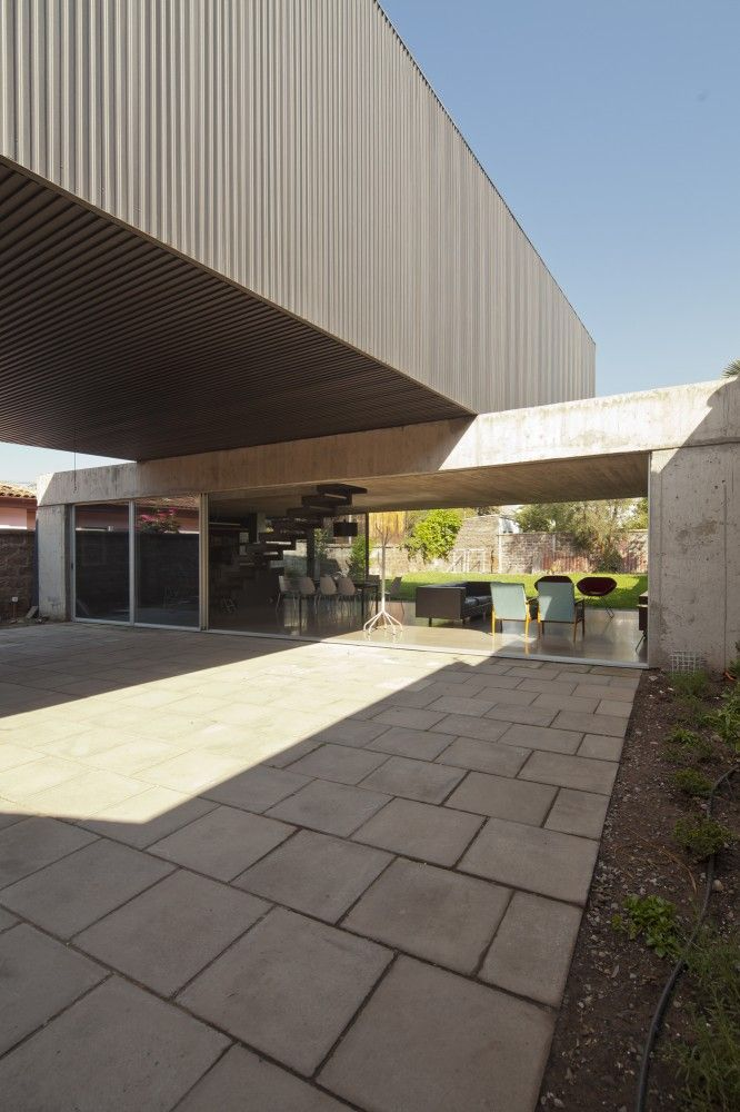 One Patio House / Polidura + Talhouk Arquitectos