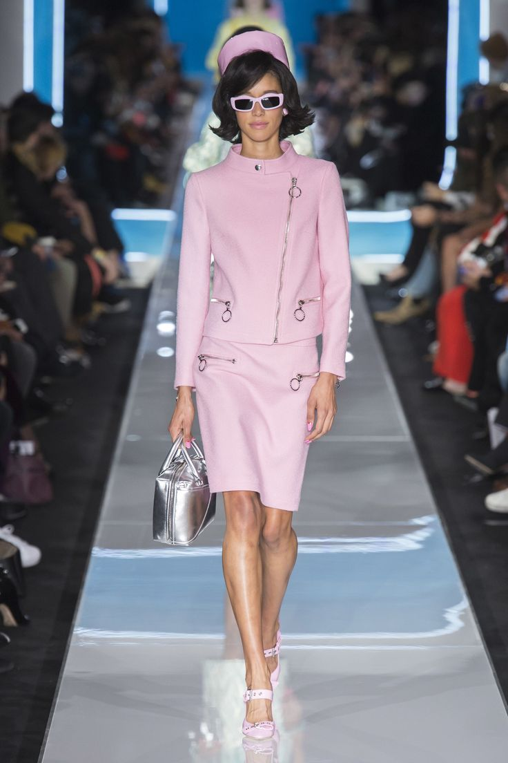 Moschino Fall 2018 Ready-to-Wear Fashion Show Collection