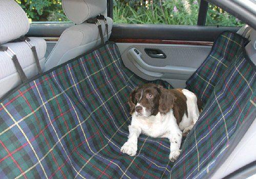 dog blankets for cars | Essa capa protetora parece até uma rede no banco de trás
