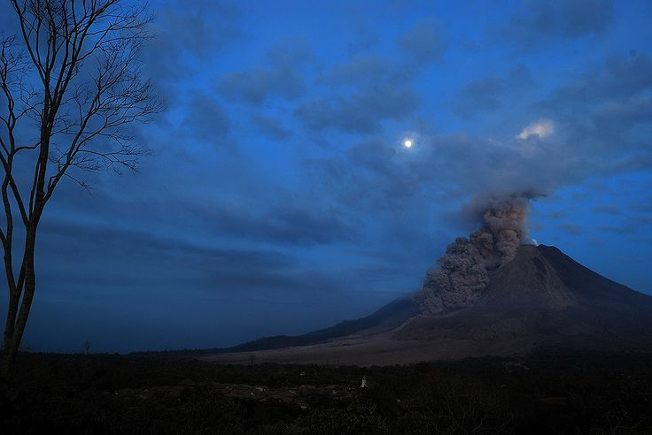 The Week in Pictures in Indonesia Mt.Sinabung erupting
