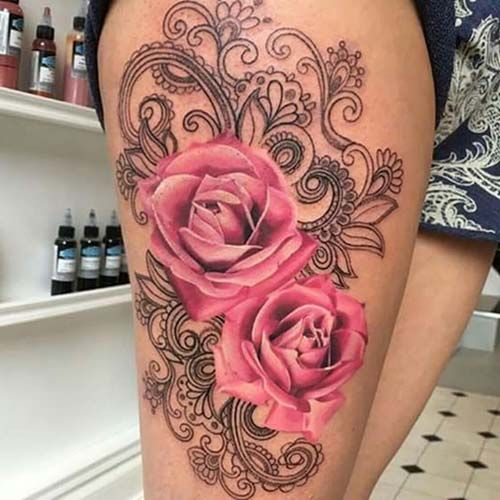 kadın üst bacak pembe gül dövmesi woman thigh pink rose tattoo