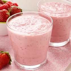 Summer Fruit Smoothie Recipe - This quick and nutritious fruit smoothie with strawberries, oats, yogurt, and fruit spread makes a perfect on-the-go breakfast.