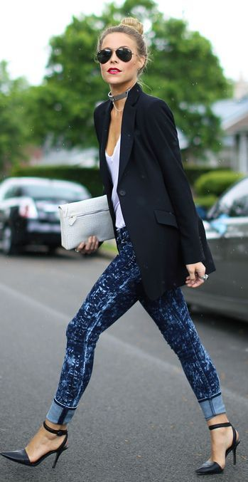 Love this mix with the acid wash jeans, and tailored blazer!