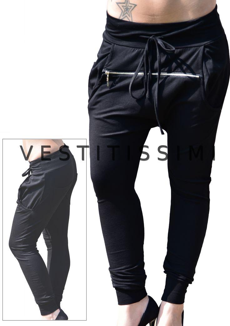 Pantalone donna sportivo fitness colore nero, con cerniera frontale, chiusura con lacci e taschi. Stile harem. Pantaloni fitness tuta stile harem con cavallo basso.