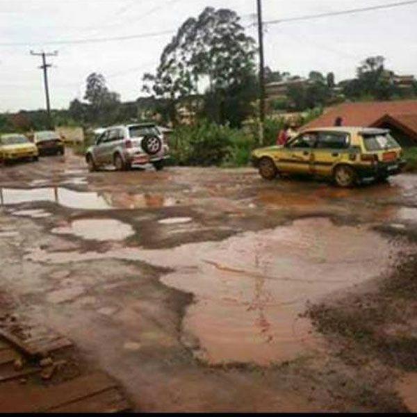 La ville chef lieu de la région de l'ouest est dans l'impasse. Autrefois considérée comme 3e ville du Cameroun derrière Yaoundé et Douala, la ville de Bafous
