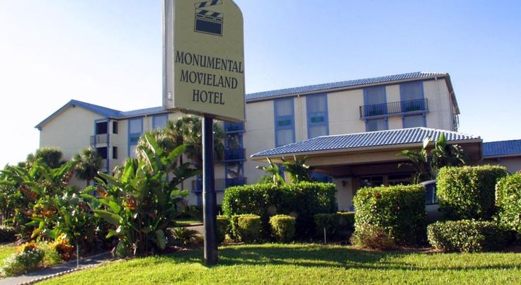 Monumental Movieland Hotel Orlando The Monumental Movieland Hotel is on International Drive and is 140 metres from Wet n' Wild water park and 4.2 km from Universal Studios Orlando. The I-Ride Trolley stops in front of the hotel, and theme park shuttles are also available.
