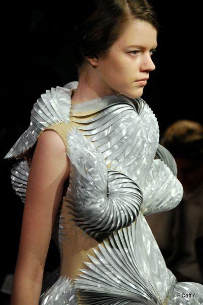 Sculptural Fashion - dress form with complex 3D pattern structure; wearable art // Iris Van Herpen #URPowered